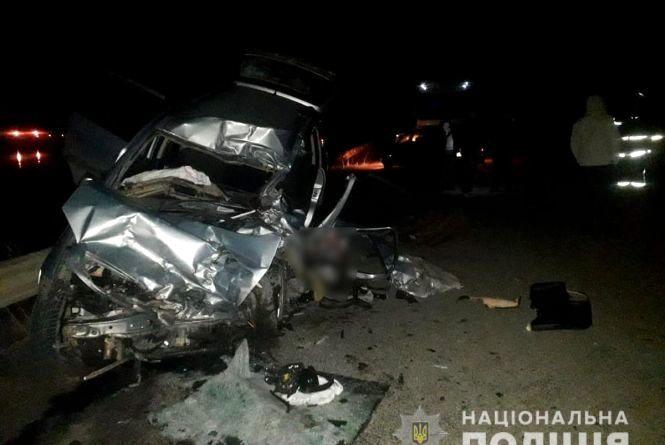 Opel лоб у лоб зіткнувся з вантажівкою. У жахливій ДТП загинув 49-річний хмельничанин (ФОТО)