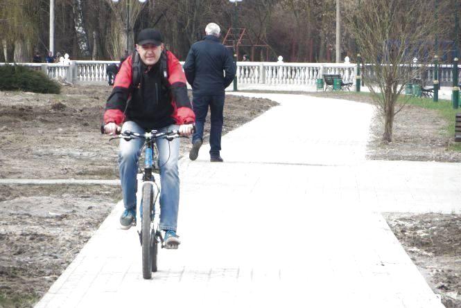 Хмельничанин Віталій пропонує штрафувати пішоходів, які ходять по велодоріжках