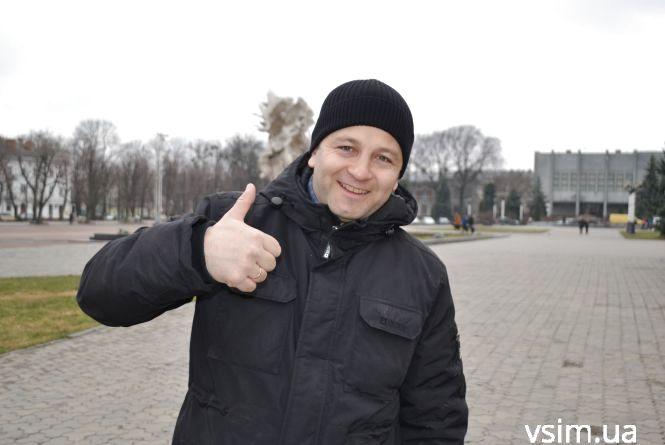 Відомі активісти Хмельницького зайнялися передвиборчою агітацією (ВІДЕО)