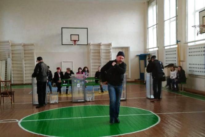 Плутанина з адресою: як голосувала хмельничанка Віолетта, яка не знайшла себе у списках виборців