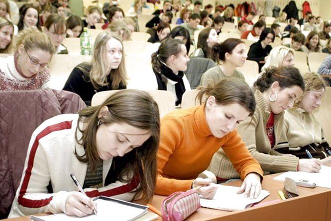 Як хмельницьким студентам-контрактникам повернути кошти за навчання