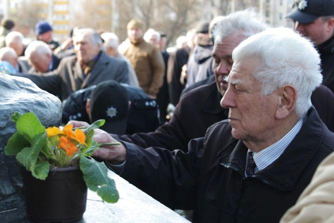 Хмельничани вшанували військових, які визволяли місто від нацистів