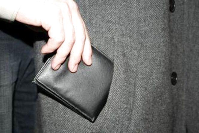 24-річний франківчанин витягнув гроші в пацієнта Хмельницької обласної лікарні