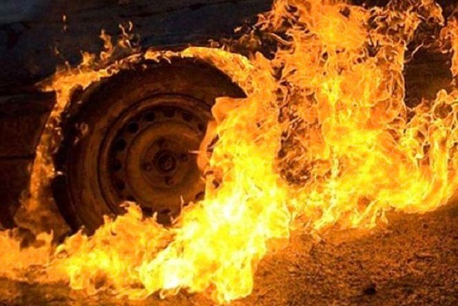 У Кам'янці вночі невідомі підпалили Ford