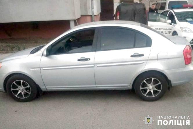 У Хмельницькому водій Hyundai у дворі будинку збив дитину