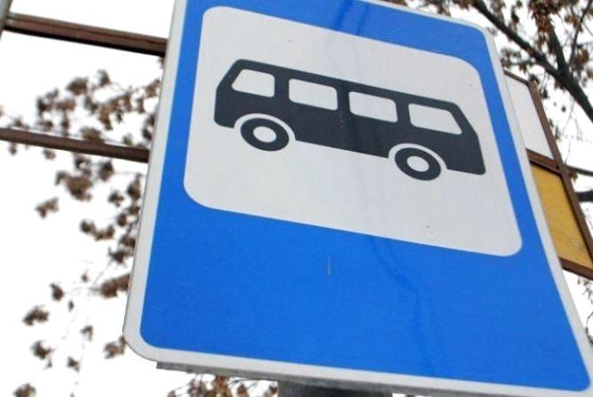 Хмельничанин просить облаштувати зупинку громадського транспорту навпроти старокостянтинівського ринку