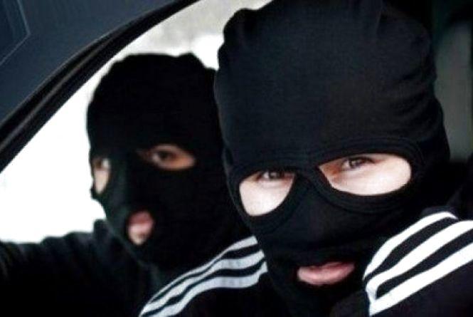 39 крадіжок у 3 містах. На Хмельниччині засудили банду грабіжників