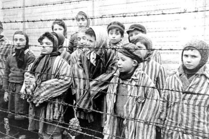 11 квітня – Міжнародний день визволення в'язнів фашистських концтаборів
