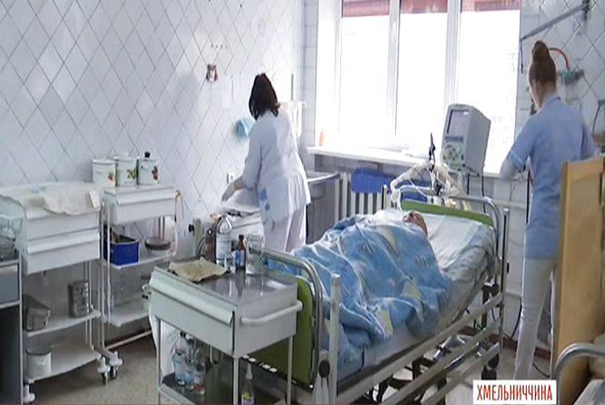 Три дні в комі. Жінку, яка на ходу випала з маршрутки у Шепетівці, готують до складної операції