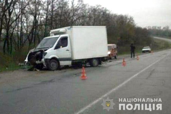 На трасі біля Дунаївців Volkswagen лоб у лоб зіткнувся з вантажівкою: постраждав водій
