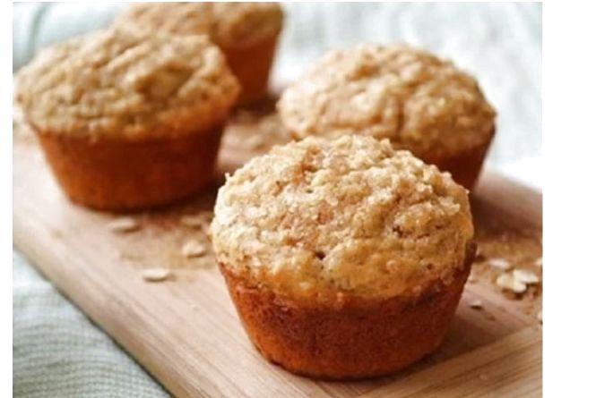 Швидкий сніданок: готуємо дієтичні кекси з яблуком, висівками і родзинками