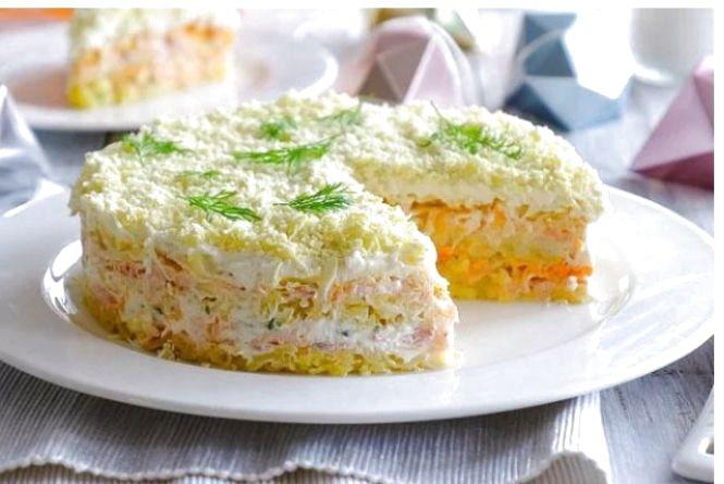 """Рецепт дня. Готуємо  салат """"Мімоза"""" з сиром, маслом і морквою"""