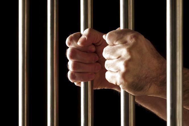 До в'язниці  відправили шахрая, який розвів хмельницьких пенсіонерів на 300 тисяч гривень