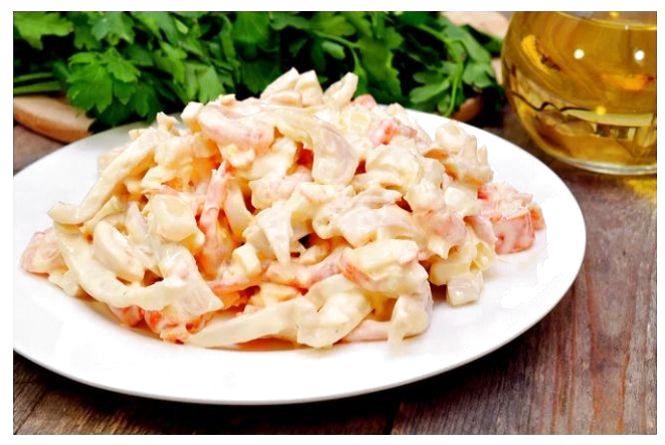 Швидкий сніданок: готуємо салат із крабових паличок і помідорів