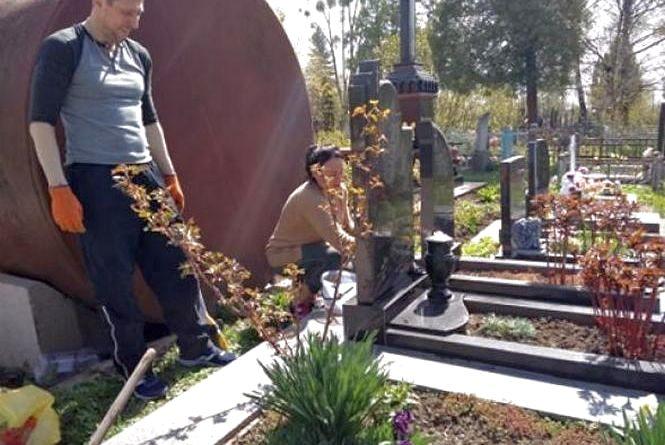 На кладовищах Хмельницького проблеми з постачанням води