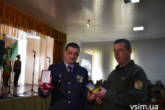 У Хмельницькому відзначили прикордонника, який врятував людей із пожежі