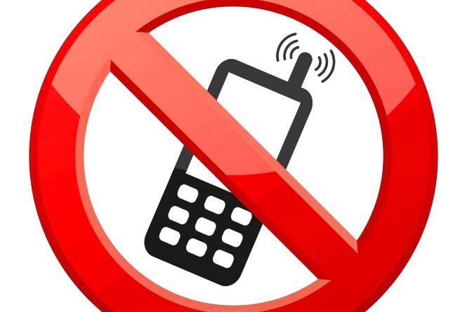 Заборонити учням користуватися телефонами у школах. У міськраді розглянуть петицію хмельничанки