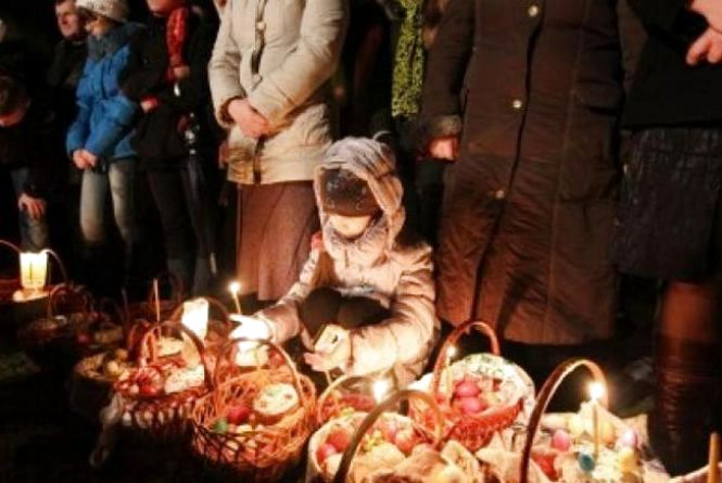 Розклад Великодніх богослужінь та освячень пасок у храмах Хмельницького