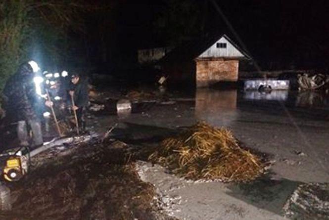 У Теофіпольському районі дощем затопило житловий будинок