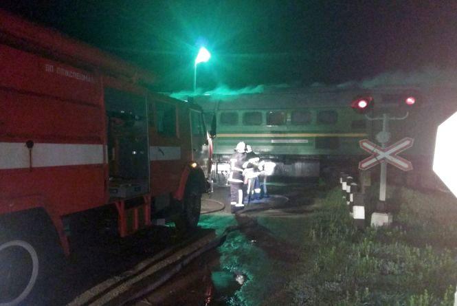 На Хмельниччині на ходу спалахнув локомотив пасажирського потяга