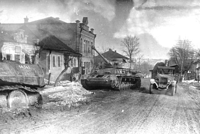 """""""НКВC нищило, а німці відбудовували"""": історія міста під час Другої світової війни"""