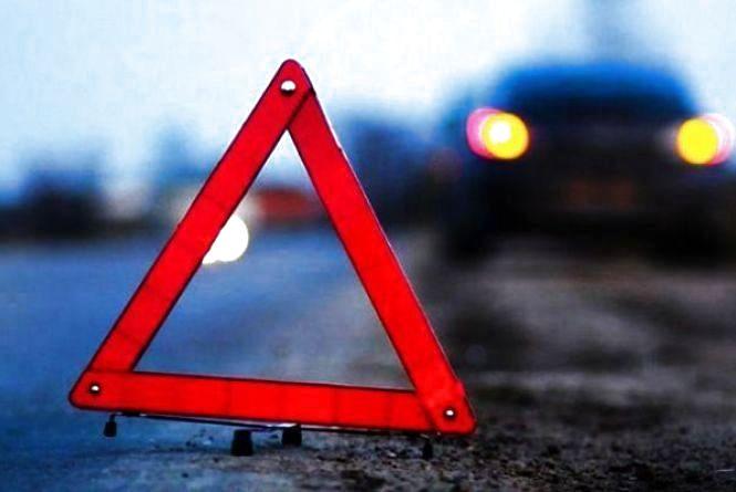 """На Трудовій """"Mercedes"""" протаранив """"Renault"""" і втік: поліція шукає винуватця ДТП"""