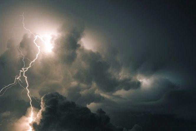 Штормове попередження! На Хмельниччині очікуються грозові дощі