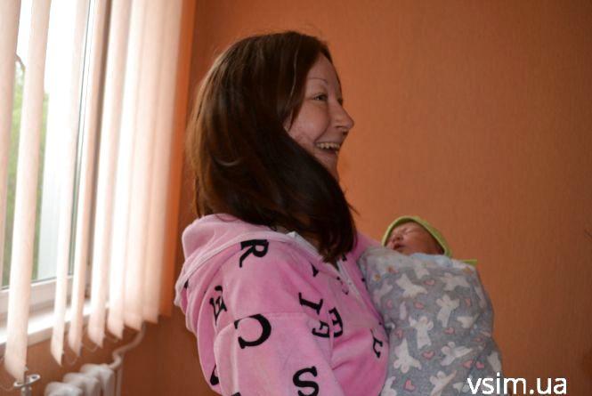 На День вишиванки у Хмельницькому народилось 7 хлопчиків і 3 дівчинки: як їх вітали