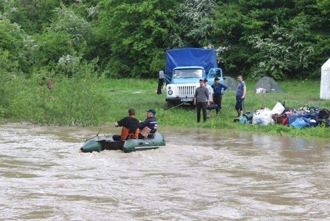 На Хмельниччині розлився Смотрич. З берега евакуювали понад 200 дітей та 50 дорослих (ФОТО, ВІДЕО)