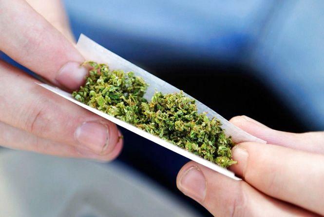 За два вечори на вулицях міста затримали 8 хмельничан з наркотиками