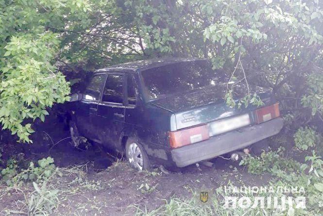 На Хмельниччині чоловік викрав авто з-під носа у власника та потрапив на ньому у ДТП