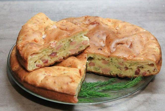 Смачний сніданок: готуємо пиріг із ковбасою