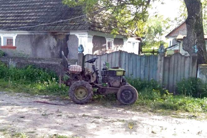 У Дунаєвецькому районі під колесами трактора загинув 64-річний чоловік