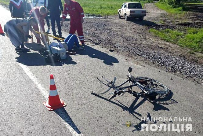 На Хмельниччині ВАЗ наїхав на велосипедистку. Жінка в лікарні