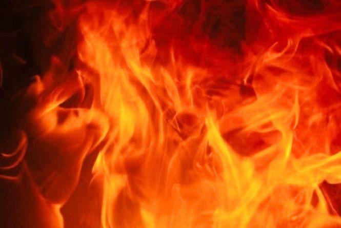 У Хмельницькому з палаючого будинку врятували жінку