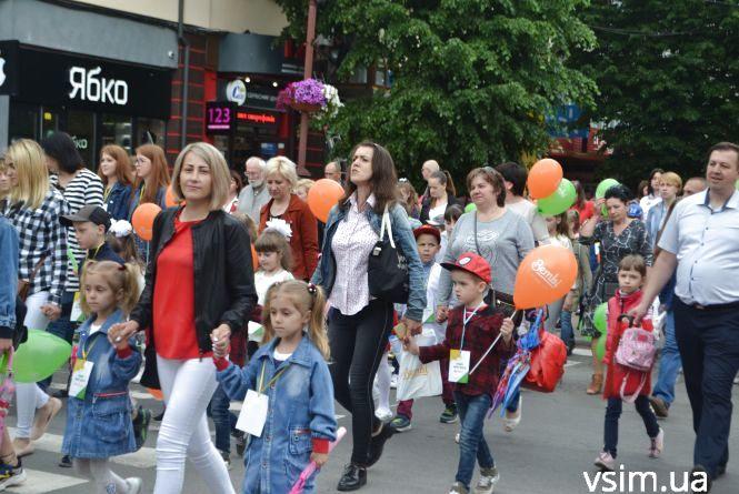 У Хмельницькому пройшов восьмий парад близнят (ФОТО, ВІДЕО)