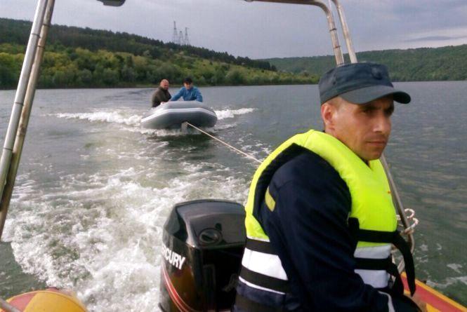 На Дністрі перекинувся човен з рибалками