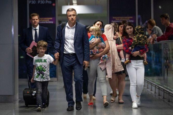 Десятеро дітей ув'язненої в Грузії хмельничанки повернулись до України