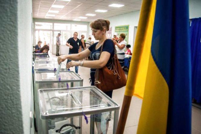 У Хмельницькому запрацювали окружні виборчі комісії. Адреси