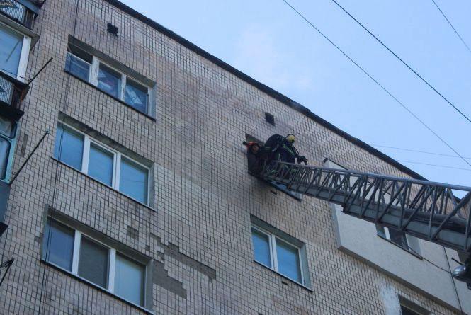 Зранку у Хмельницькому горіла квартира в багатоповерхівці