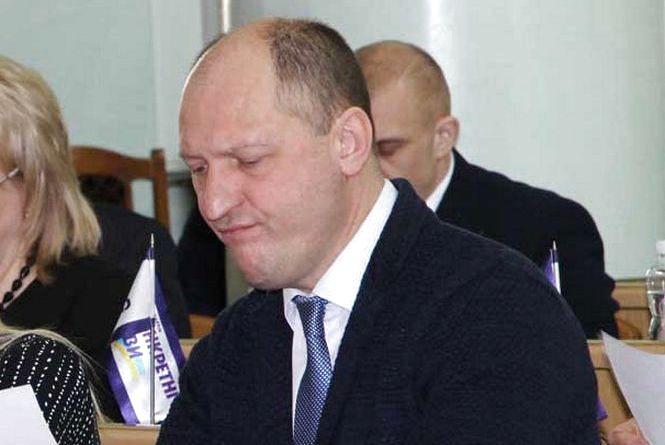 Зеленський звільнив 15 голів ОДА. Серед них є Лозовий, який іде в нардепи