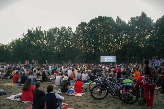 Сьогодні в Молодіжному парку покажуть кіно просто неба