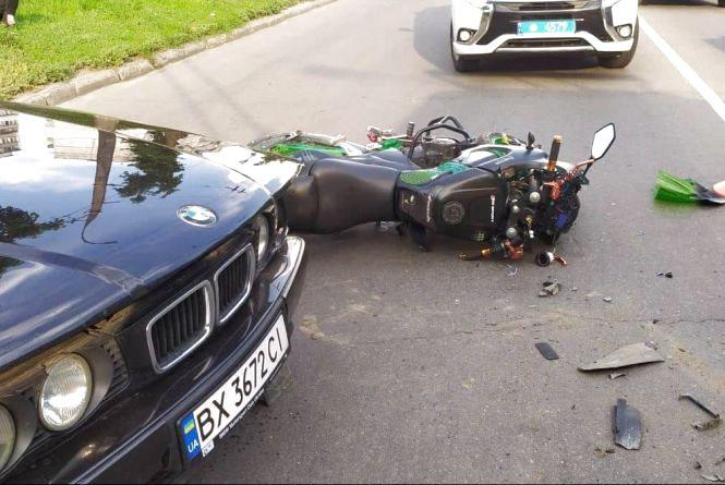 На Тернопільській  «BMW» наїхав на мотоцикліста