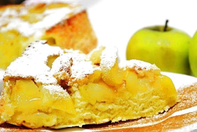 Снідаємо смачно: як приготувати шарлотку з яблук