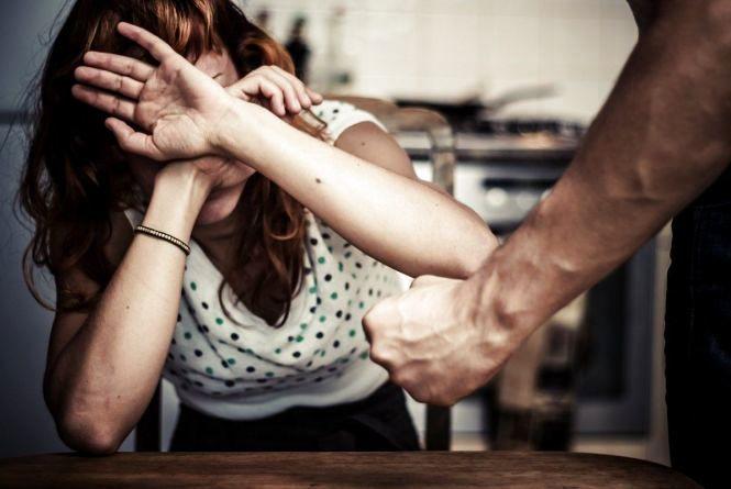 Хмельничанину заборонили проживати з сім'єю через знущання над жінкою
