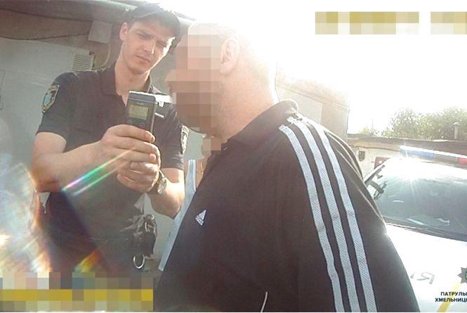 """У Хмельницькому спіймали водія, який протаранив """"ВАЗ"""" з дитиною всередині"""