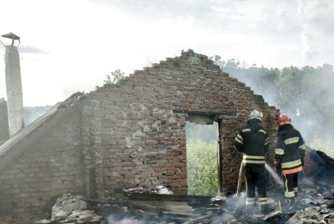 На Хмельниччині вогонь знищив частину житлового будинку