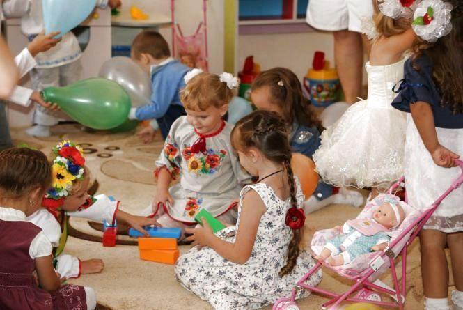 Які хмельницькі дитячі садочки будуть працювати в липні і серпні (СПИСОК)