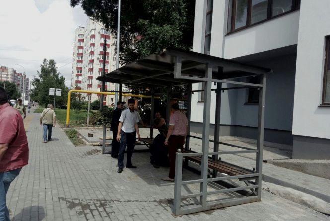 На Зарічанській хочуть замінити нову зупинку