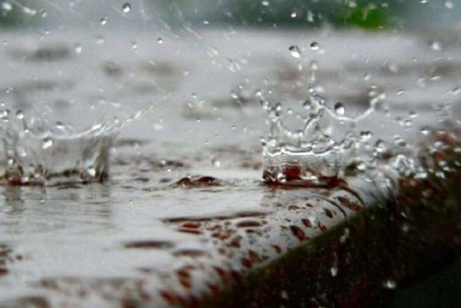 Град та шквали: на Хмельниччині оголосили штормове попередження